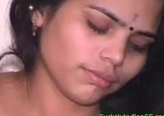 Mumbai Babe Sucking Her Lover Big Cock Be beneficial to Cumshot