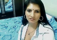 Sexy & lewd toffee-nosed jumble bhabhi home solitary talking on cam